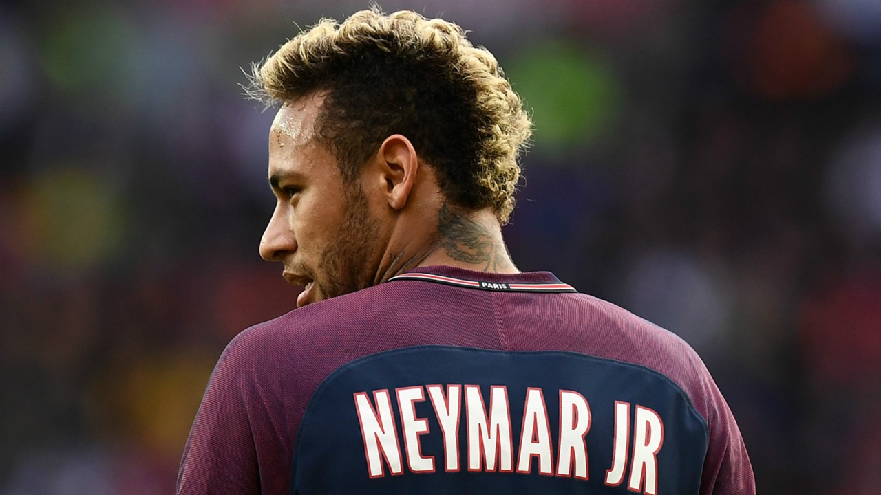 Neymar Wins Ligue One Player of the Year, Denies Transfer Rumors