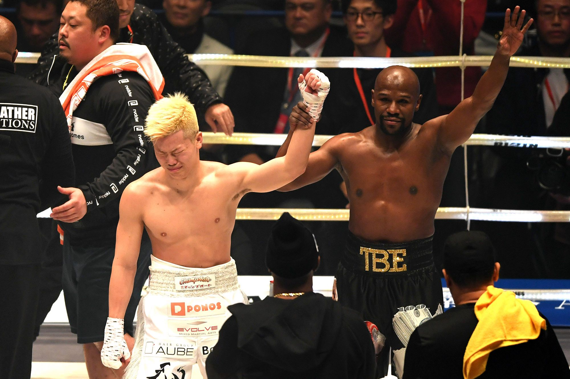 Floyd Mayweather Jr. Makes Easy Work Of Tenshin Nasukawa in Japan